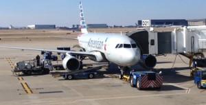 AmericanAir A319 waiting at gate D21