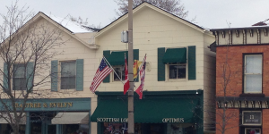 15-star USA, Canadian, and provincial flags on lampost in Niagara-on-the-Lake